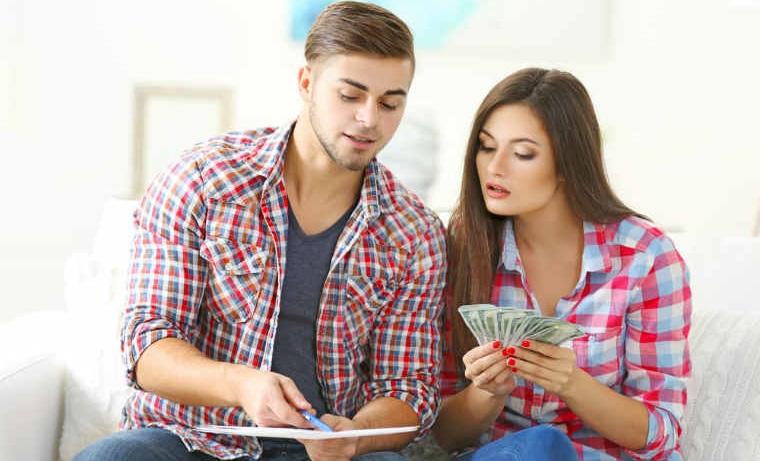 Care sunt cele mai frecvente greseli pe care le faci cu banii tai, in functie de varsta