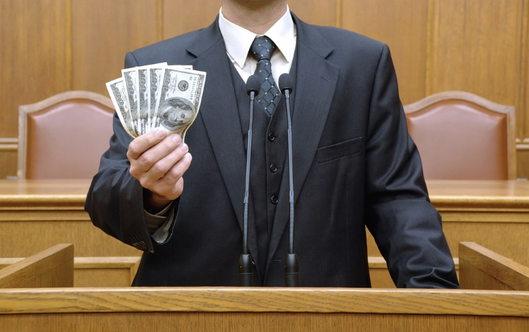 Primaria Sectorului 3 a platit 6,6 milioane de lei unor case de avocatura ca sa o reprezinte in procese, desi are 14 consilieri juridici