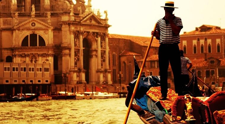 Venetienii s-au saturat de turisti: Plecati! Distrugeti zona!