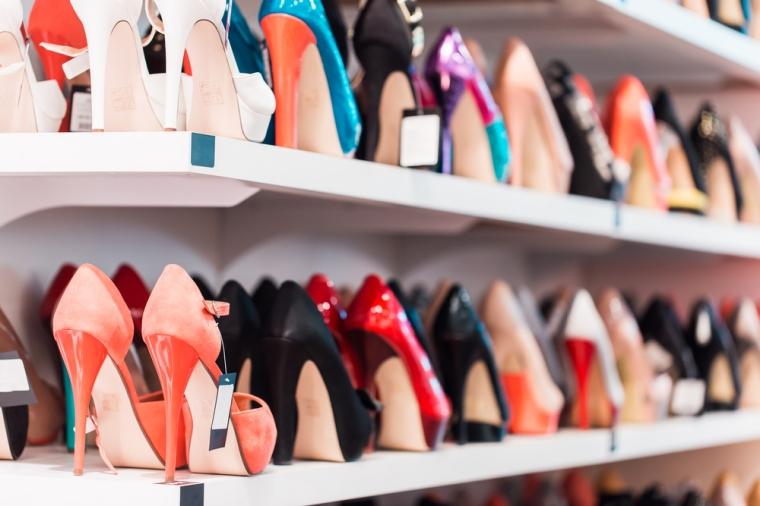 """Salarii mici si conditii mizere pentru lucratorii din fabricile din Romania unde se produc pantofii """"italienesti"""""""