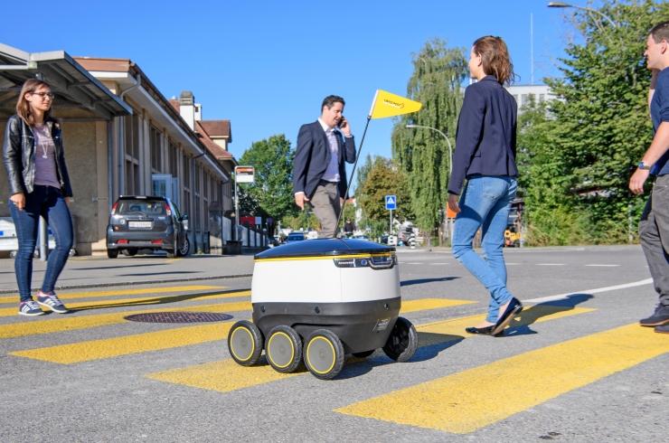 Cu ani lumina in fata noastra: Swiss Post livreaza cu ajutorul robotilor