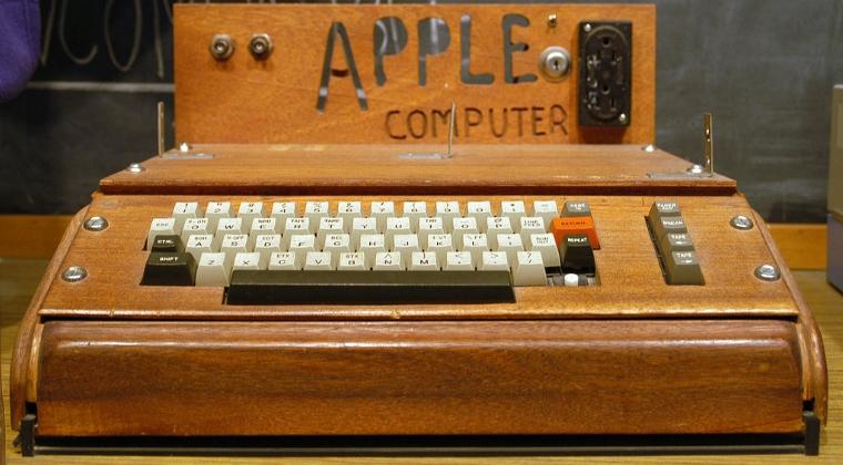 Apple 1, prototipul primului computer Apple, vandut la licitatie cu 815.000 de dolari