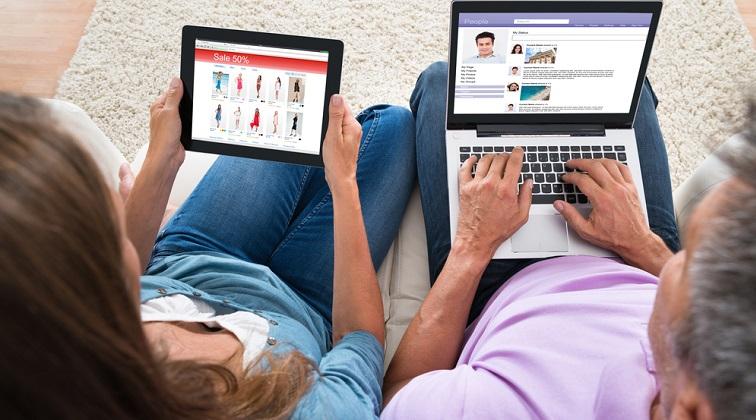 Angajatorii sunt cu ochii pe ce postezi. Cum iti imbunatatesti prezenta din online pentru a-ti creste sansele la angajare