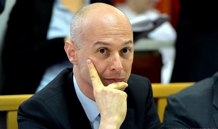 Fostul viceguvernator Bogdan Olteanu a castigat anul trecut la BNR 15.000 de euro pe luna, aproape cat guvernatorul Mugur Isarescu