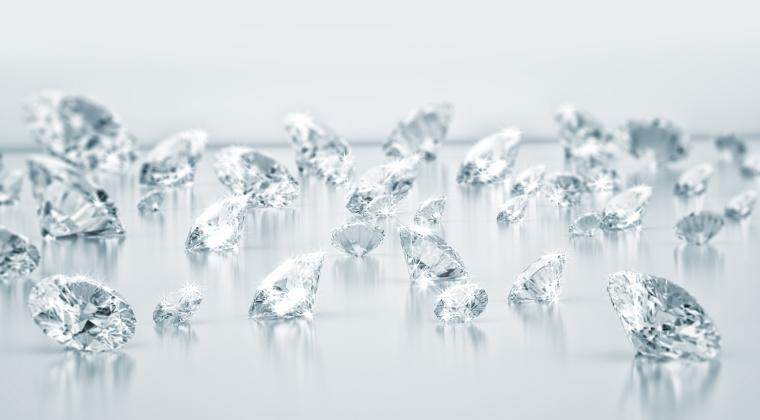 ANAF are in stocuri diamante de zeci de mii de euro, Nu poate cumpara orice roman