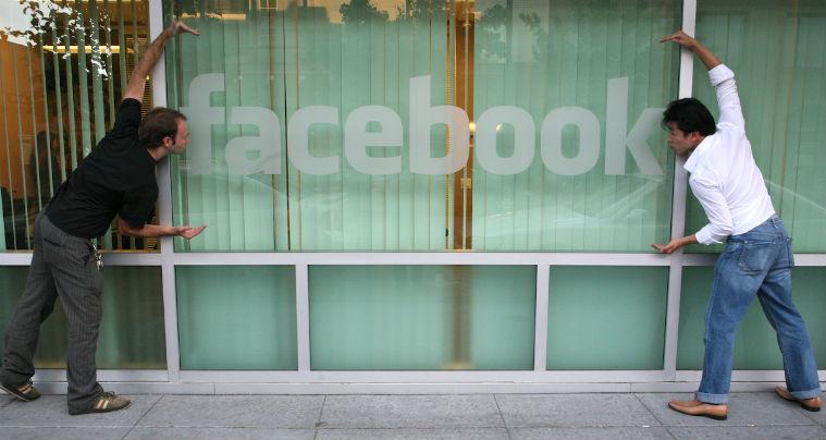 Reactiile pozitive pe Facebook, echivalentul casatoriei sau a avea un copil