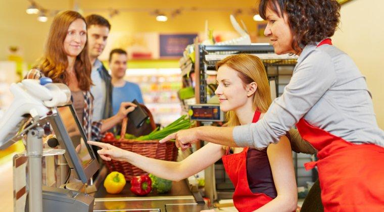 Retailerii din FMCG dau mii de euro sa isi invate casierii cum sa se detensioneze si sa se redreseze dupa o disputa cu clientii