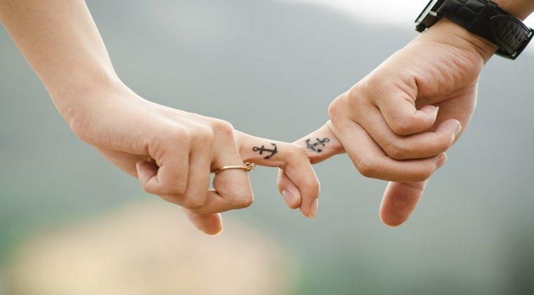 Proiect: Familia cu 3 copii si tinerii pana in 35 de ani care se casatoresc primesc prima de 15.000 de lei de la stat