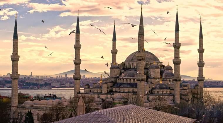 Moody's a retrogradat ratingul Turciei in categoria junk, nerecomandata investitiilor