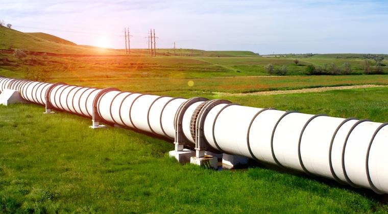 Gazoductul Giurgiu-Ruse: Constructorii au tras prima conducta pe sub Dunare
