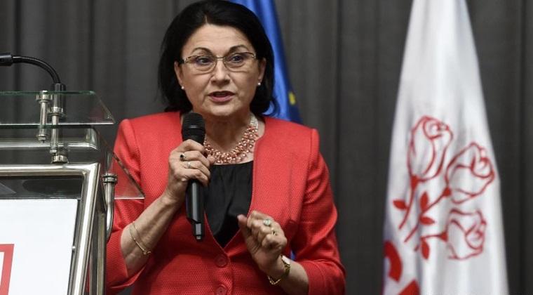 Ecaterina Andronescu spune ca PSD ar putea propune anul viitor eliminarea imunitatii parlamentarilor din Constitutie