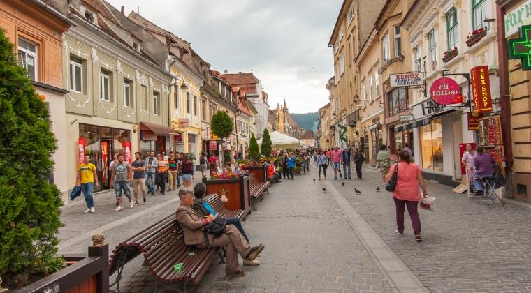 Imobiliare.ro: Vanzatorii de apartamente majoreaza preturile in prima luna din toamna