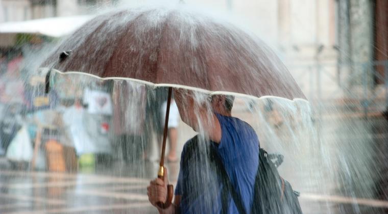 Cod portocaliu de ploi in 14 judete din estul si sud-estul tarii, cod galben in Bucuresti si 20 de judete