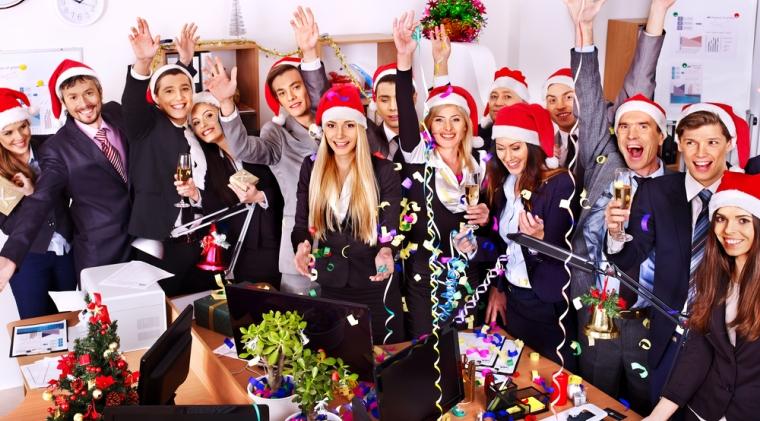 Bloomberg: Trimiteti angajatii acasa pentru Craciun, oricum nu mai munceste nimeni!