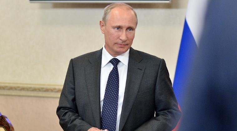Vladimir Putin a asistat la slujba de Craciun la Manastirea Sfantul Gheorghe, din orasul Veliki Novgorod