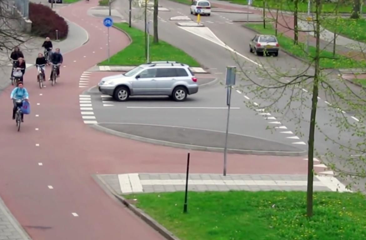 video de ce olandezii au cel mai tare design pentru traficul rutier. Black Bedroom Furniture Sets. Home Design Ideas