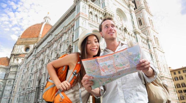 Paste 2017: romanii au alocat circa 280 euro pentru un city break la Praga, Roma sau Lisabona
