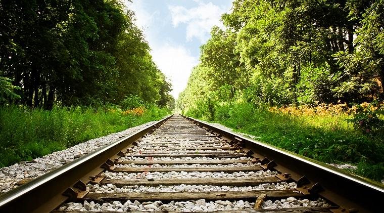 UE vrea sa mute jumatate din traficul de pe strazi pe cai ferate, insa lipsa investitilor duce transportul feroviar pe marginea prapastiei