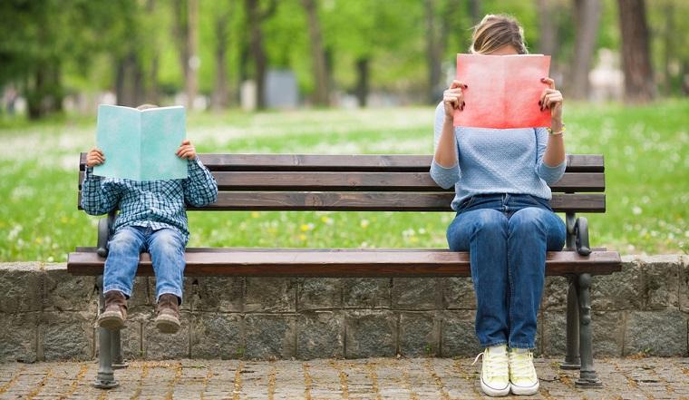 Studiu: Adultii raman fara timp liber. 2 din 5 parinti nu si-au dus copilul in parc in ultimul an