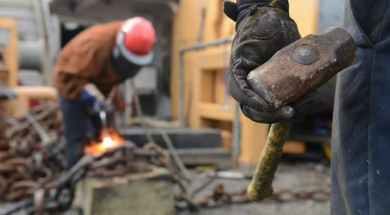 """""""Sclavagismul"""" dus la extreme: muncitorii de pe santierele pentru CM 2022 din Qatar au lucrat fara oprire si cinci luni de zile. Cum sunt exploatati constructorii arenelor sportive?"""