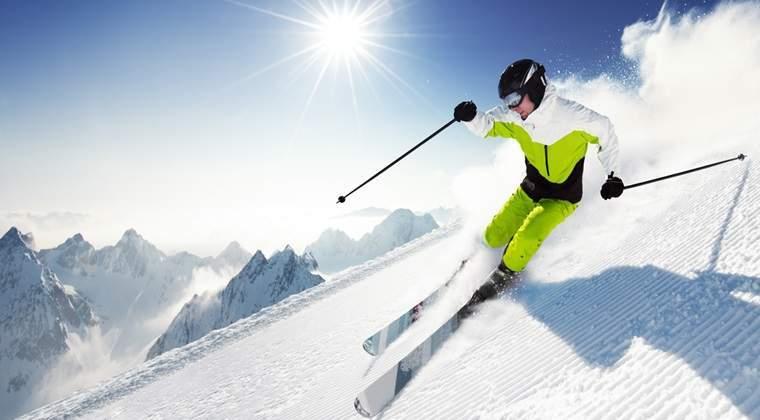 Aproximativ 2.000 de turisti au schiat sambata in Valea Dorului si Valea Soarelui, la Sinaia