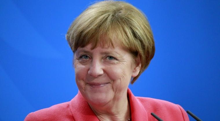 "Angela Merkel anunta ca-l sustine pe Emmanuel Macron si apreciaza ca va fi un presedinte ""puternic"""