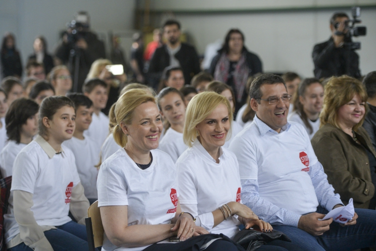 """Cati bani a cheltuit PMB in sepci si tricouri pentru campania """"Balena Albastra"""""""