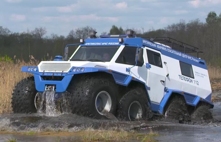 Rusii au inventat primul ATV amfibiu de transport persoane