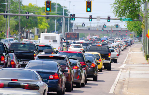 Semafoare inteligente: Marea Britanie va testa semafoare care isi schimba culorile in functie de trafic