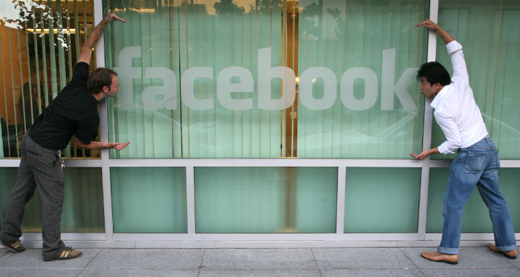 Facebook amana pentru a doua oara lansarea continutului video original