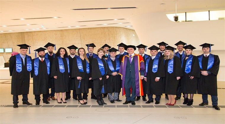 Burse de pana la 35% pentru programul de Executive MBA, oferite de cea mai mare universitate de business din Europa