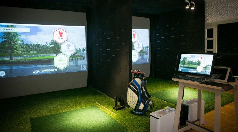 Golf Room sau cum doi prieteni au deschis un centru cu simulatoare pentru golf, un business unic in Romania
