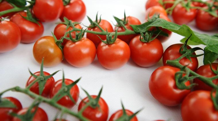 Agricultura - Consumatorul roman ajunge sa plateasca de doua - trei ori mai mult pentru legumele din piete