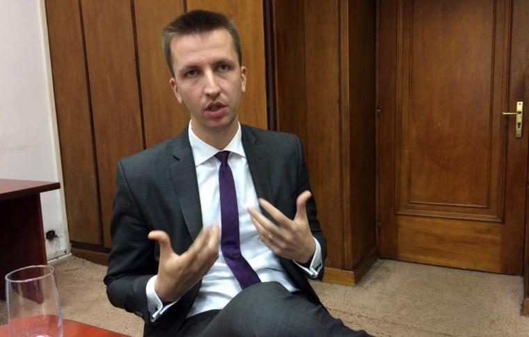 """Fost Ministru ataca: """"Sa speram ca la urmatorul vot Parlamentar nu se vor folosi bilele din buzunar"""