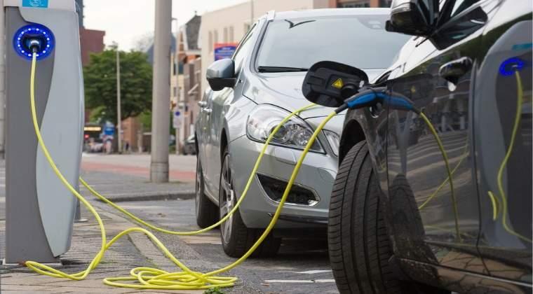 MOL si E.ON vor deschide, in cadrul unui parteneriat, 40 de statii de incarcare pentru masinile electrice in Romania