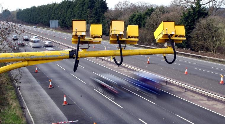 Unsprezece soferi, prinsi conducand cu viteze excesive pe autostrazile A1, A2 si A3. Recordul, 208 km/h pe A1 Ramnicu Valcea - Deva