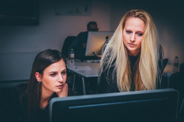 Atunci cand femeile se inteleg bine la locul de munca, conflictele se isca mai rar