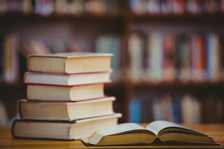 Patru carti bestseller ale momentului pe care o sa vrei sa le citesti