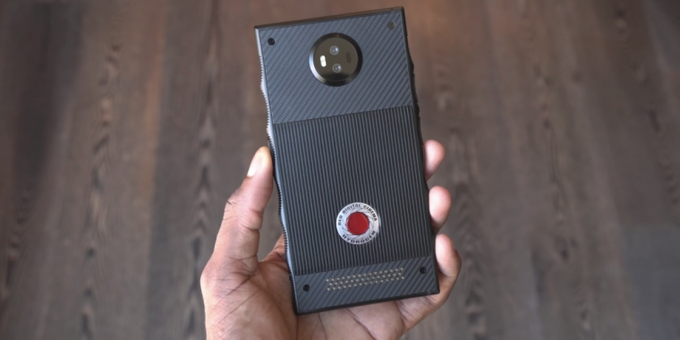Cum arata telefonul de 1.200 $ de la RED