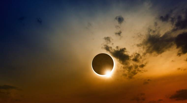 O eclipsa partiala de Luna va avea loc luni si va fi vizibila aproximativ doua ore