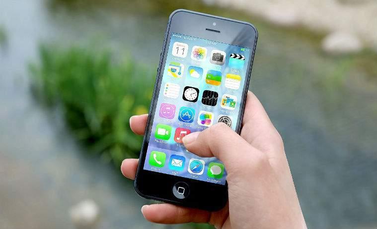 AKTA intra pe piata telefoniei mobile, cu abonamente de la 2 euro lunar