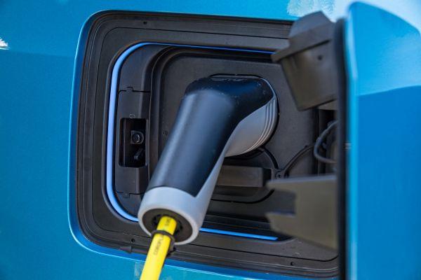 BMW a vandut peste 50.000 de automobile electrificate anul acesta