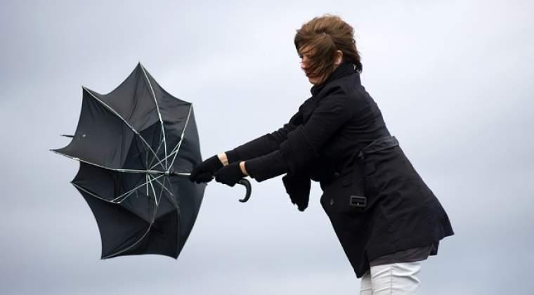 ANM: Opt judete, sub cod galben de ploi abundente, descarcari electrice si intensificari ale vantului, in orele urmatoare