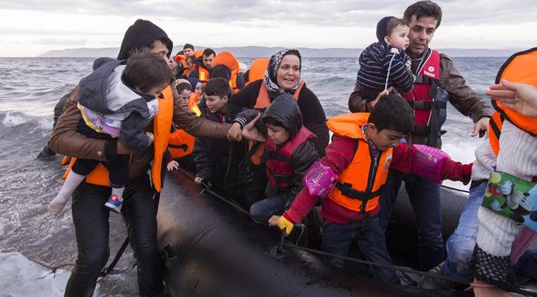 Pescador cu aproape 90 de migranti la bord, interceptat in apropierea tarmului romanesc al Marii Negre