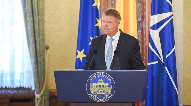 Sageti dintre Klaus Iohannis: Persoane urmarite penal nu pot conduce