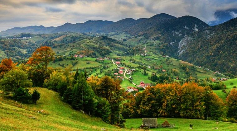 HotelGuru.ro: Romania, destinatia preferata a turistilor romani. Cat cheltuiesc pe o vacanta in tara