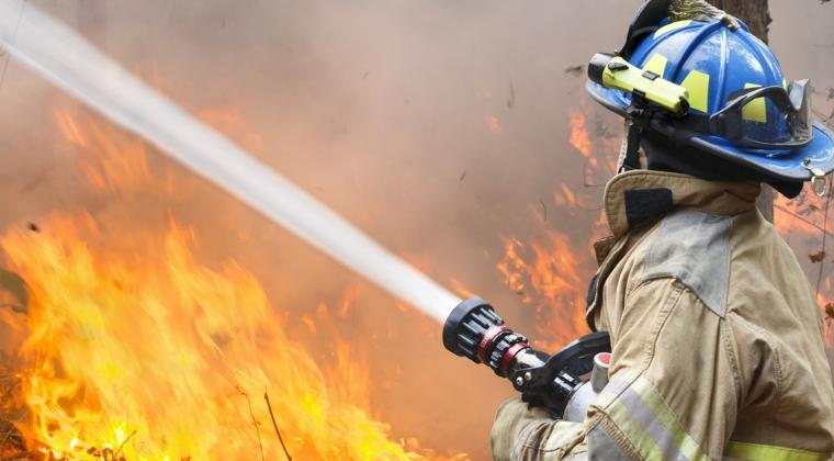 Incendiu la un azil de batrani din Capitala: o persoana a decedat, alte 19 au fost transportate la spital