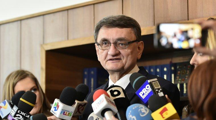 Victor Ciorbea ataca la CCR OUG privind acreditarea scolilor doctorale, sustinuta de Liviu Pop