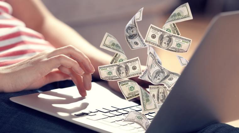 Cand jobul se transforma in business: povestea unei romance care a deschis un magazin online cu 5.000 euro