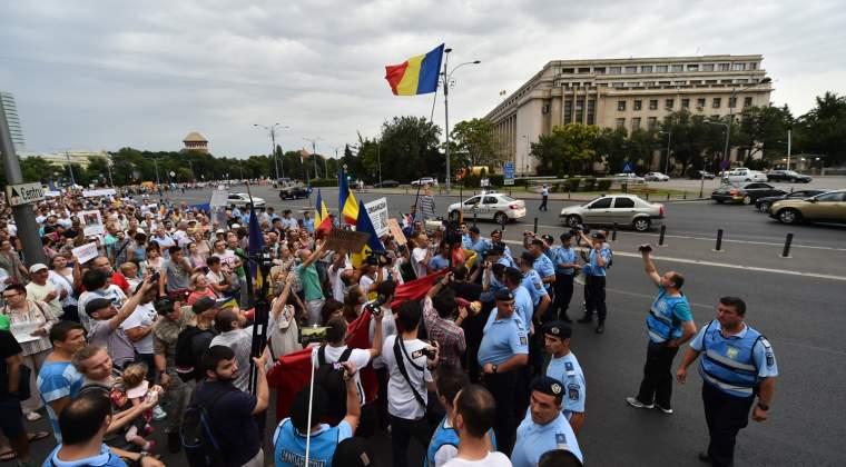 Angajatii Dacia ies in strada, de teama ca salariile ar putea sa scada din 2018